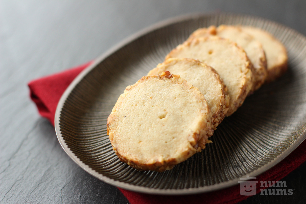 savory shortbread crackers with roquefort cheese